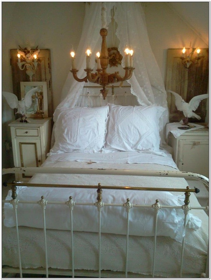 Decorating Bedrooms With Iron Beds