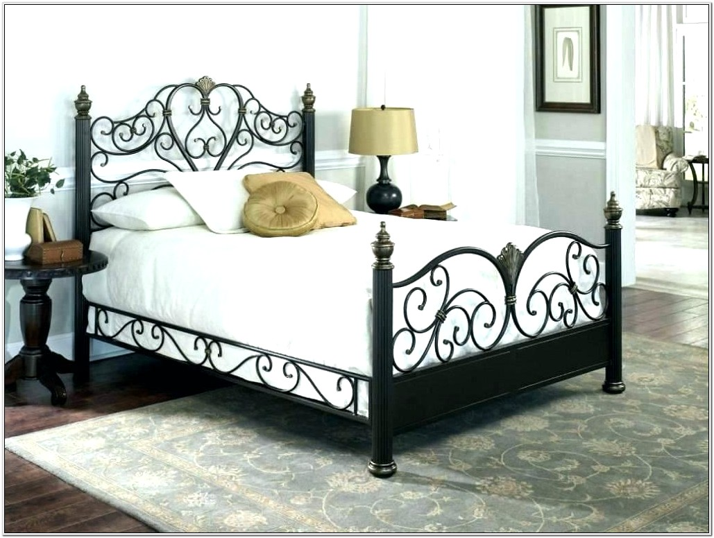 Decorating Bedrooms With Metal Beds