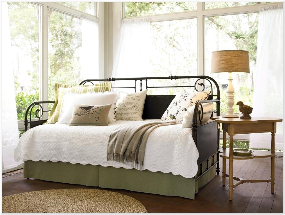 Decorating Ideas Daybed Bedroom