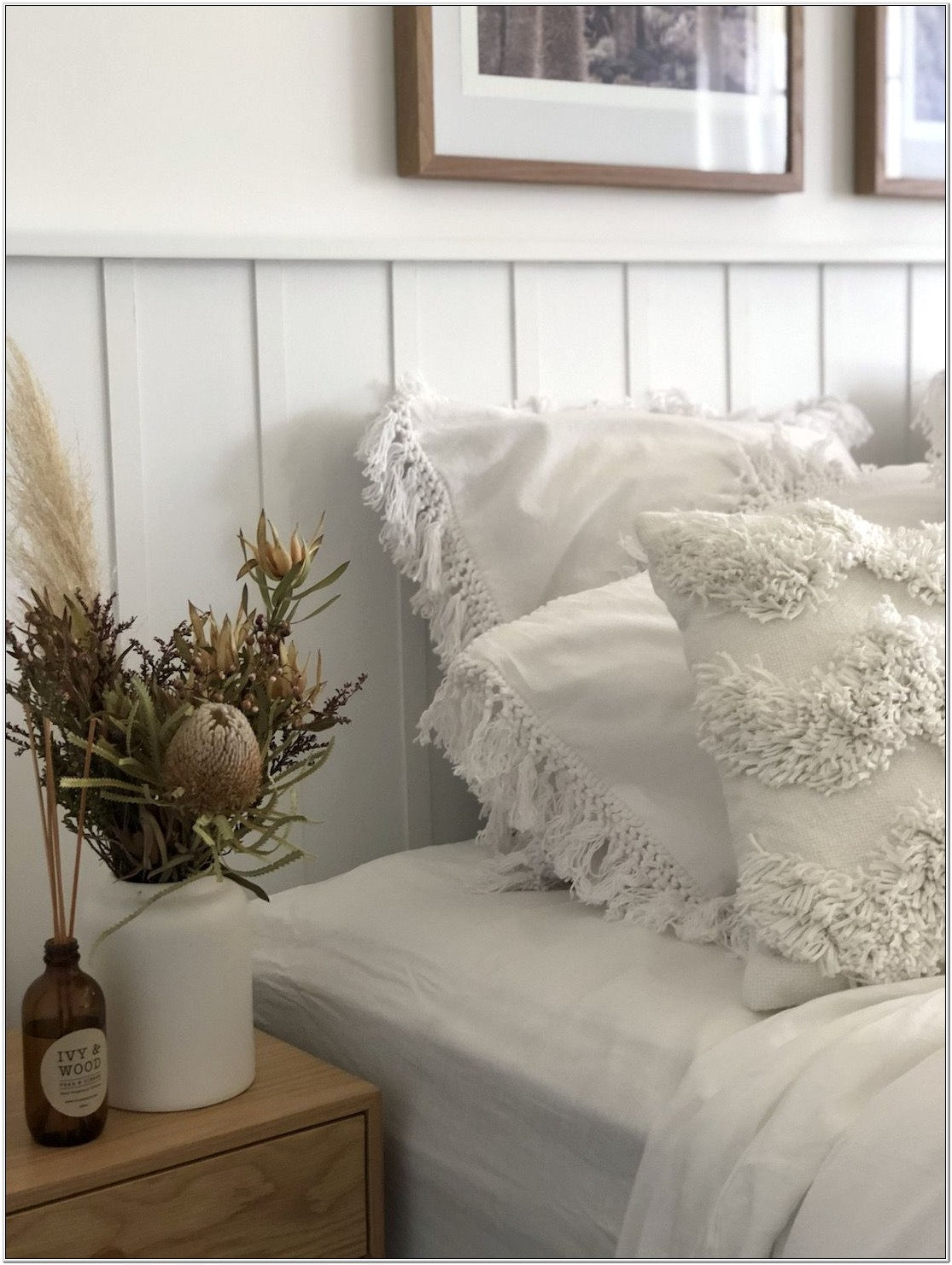 Decorating Ideas For Bedroom Walls Usuing Wainscoting