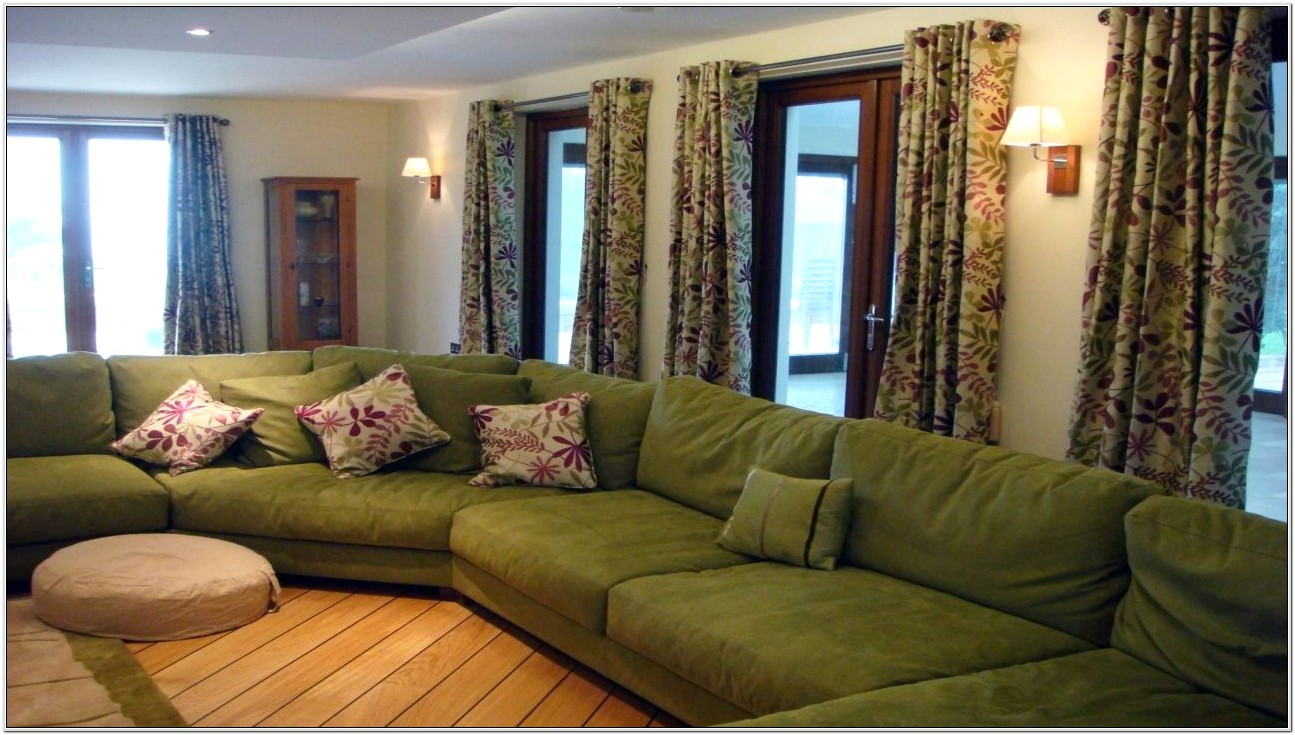 Decorating Living Room With Green Sofa