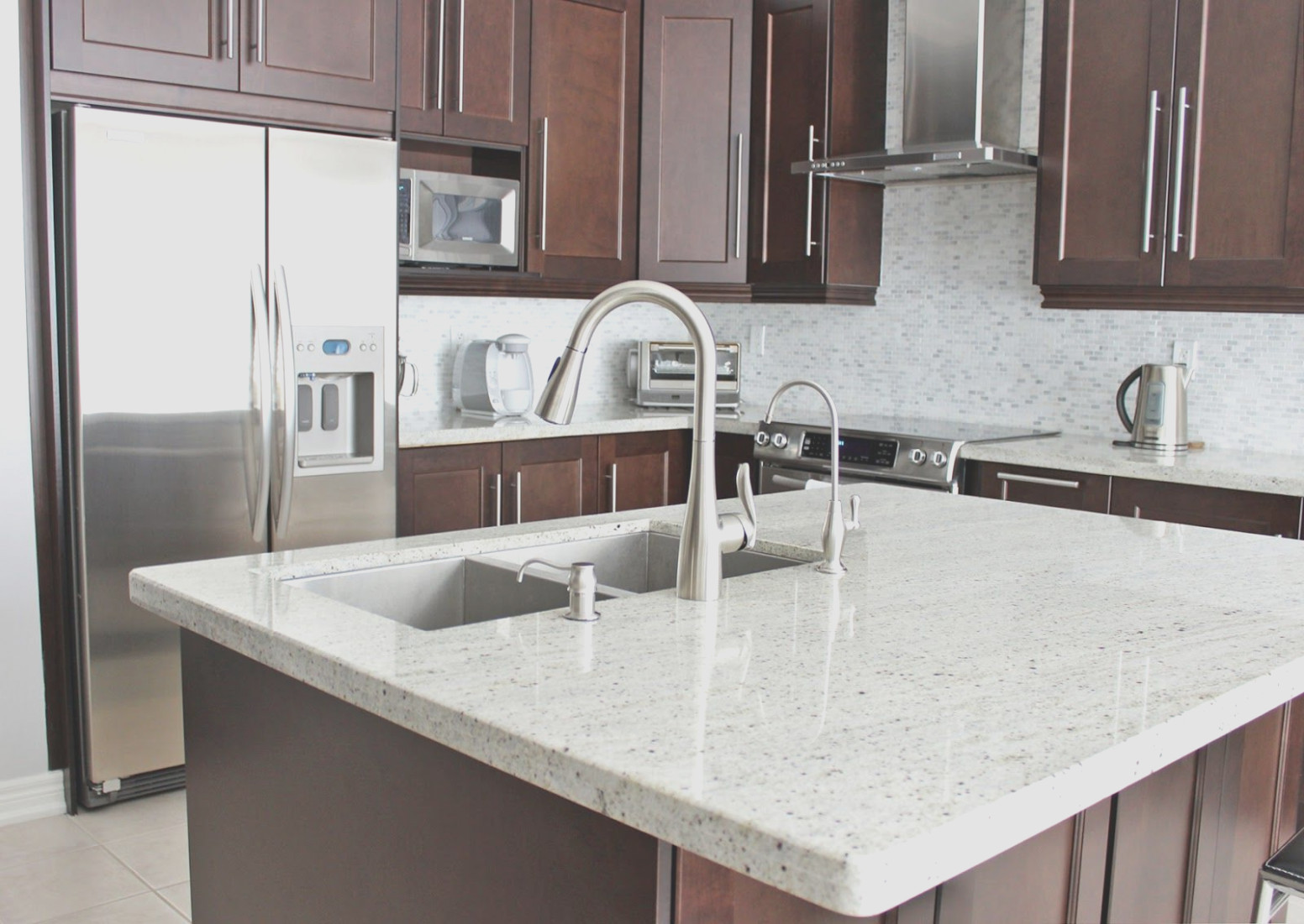 Granite With Cherry Cabinets