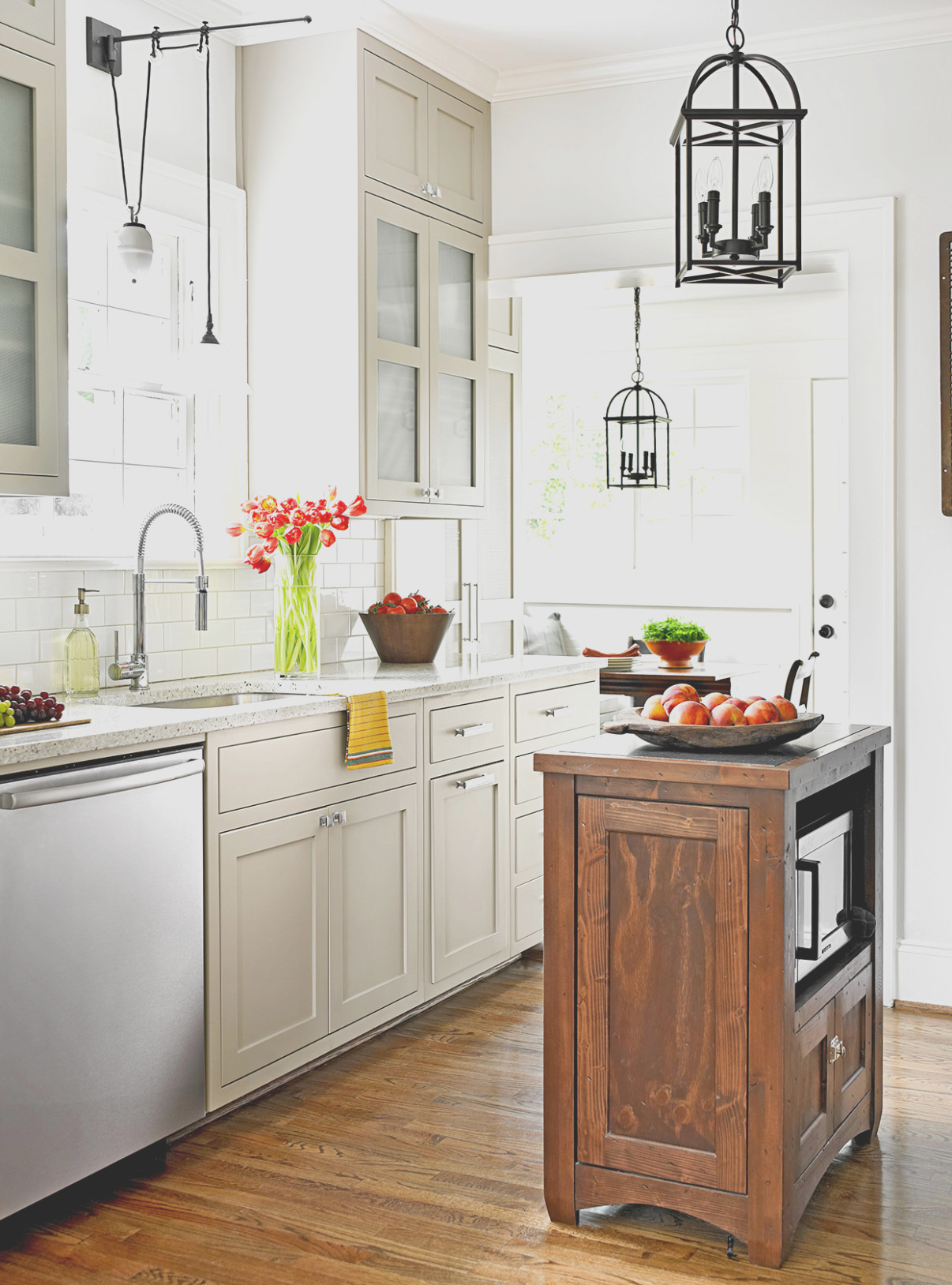 Best Kitchen Cabinet Color for Small Kitchen