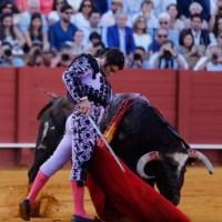 #Sevilla: Morante, de seda, y Javier Jiménez, de fuego