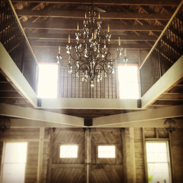 maine_barn_wedding_location_interior