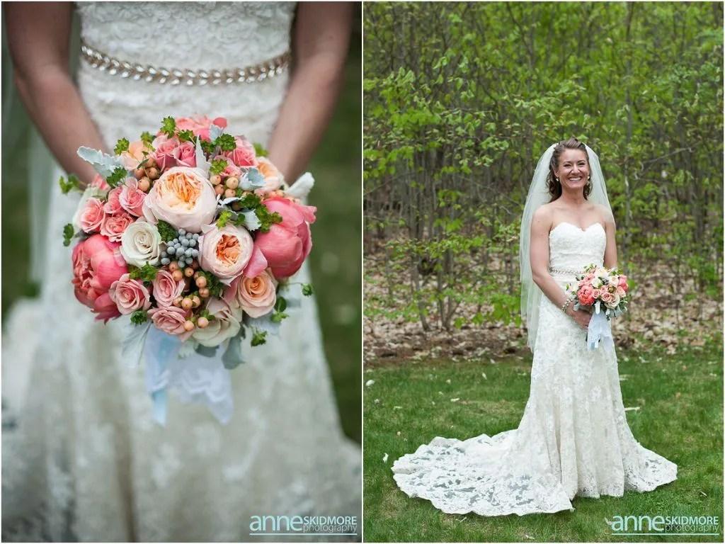 Maine barn venue_hardy farm_anne skidmore photography_spring bouquet