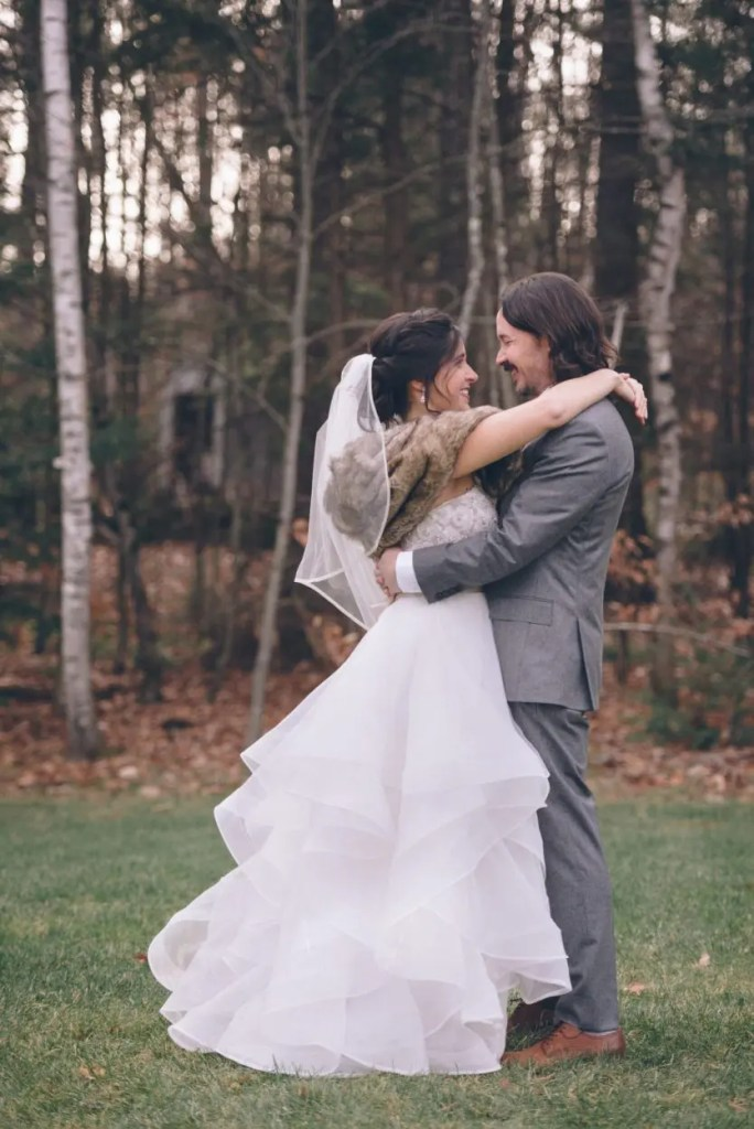 November wedding couple in Maine