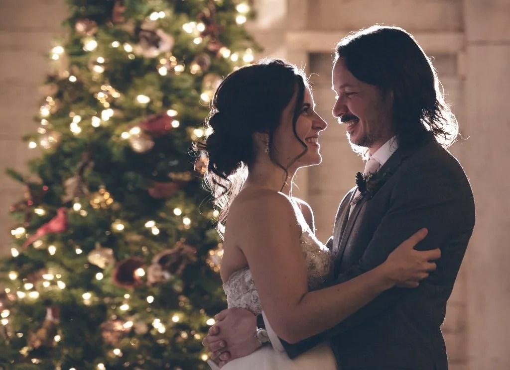 Christmas wedding kiss