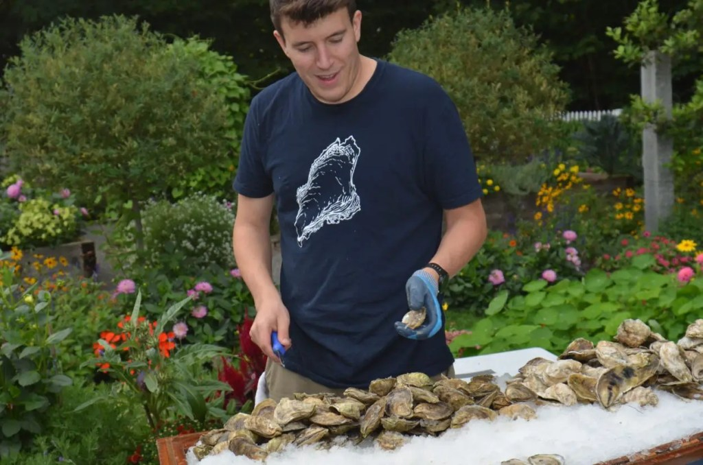 BPs shuck shack shucks oysters at food truck wedding