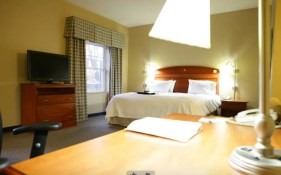 Hampton Inn and Suites in North Conway - Suite