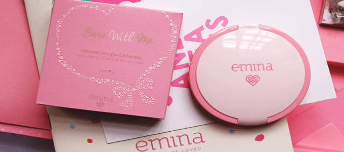 Ilustrasi: Emina Bare With Me Compact Powder (credit: vanisagita)