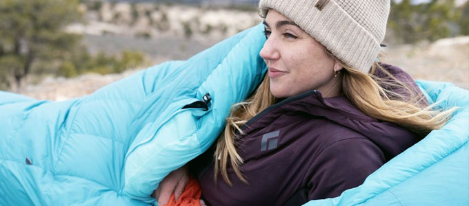 Pengguna sleeping bag (sumber: seatosummit.com)