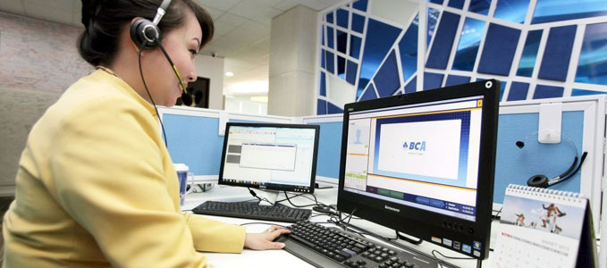 Staf layanan call center Halo BCA (sumber: marketing.co.id)