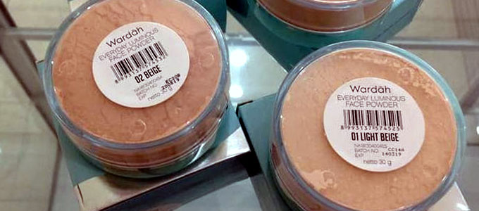 Wardah Luminous Face Powder (sumber: Bukalapak)