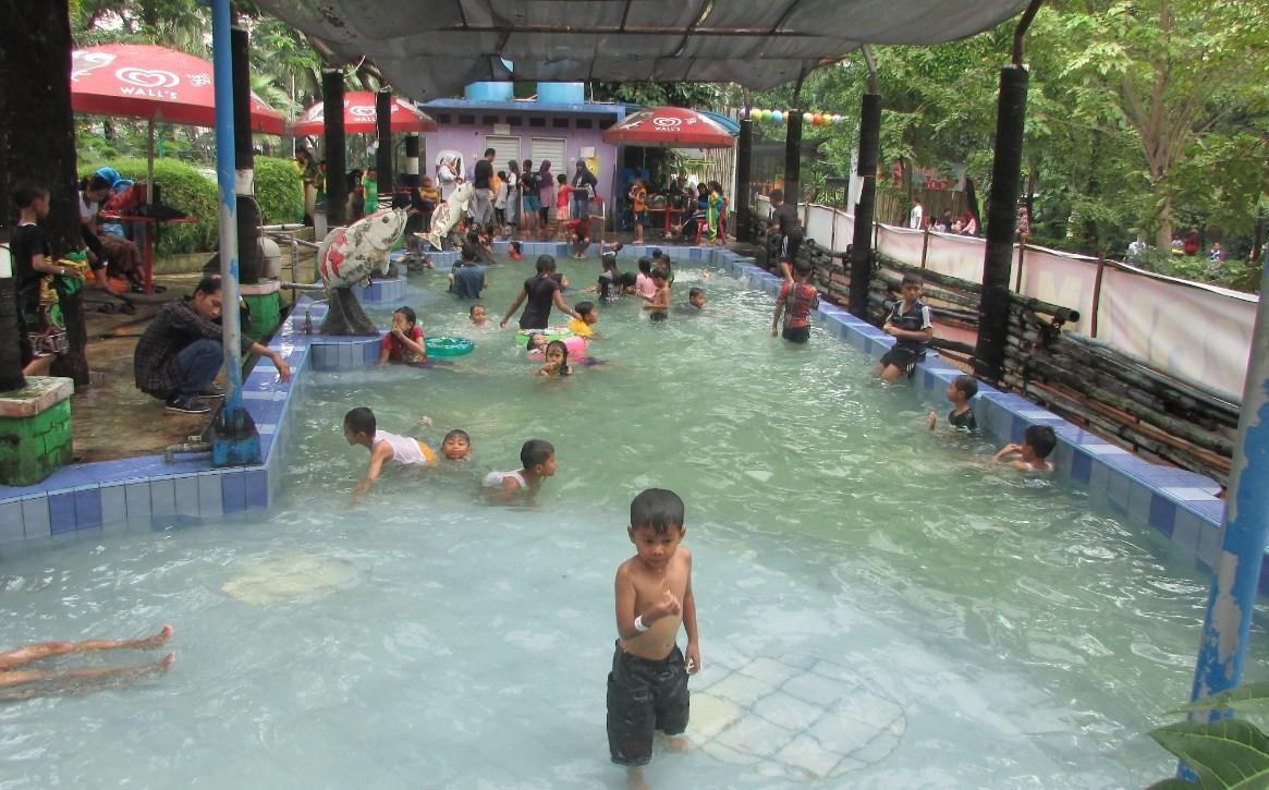 kolam renang di bonbin sby