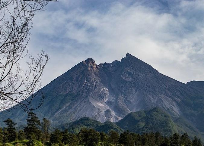 Usaha apa saja yang bisa kita lakukan untuk menanggulangi dampak dari bencana gunung meletus?