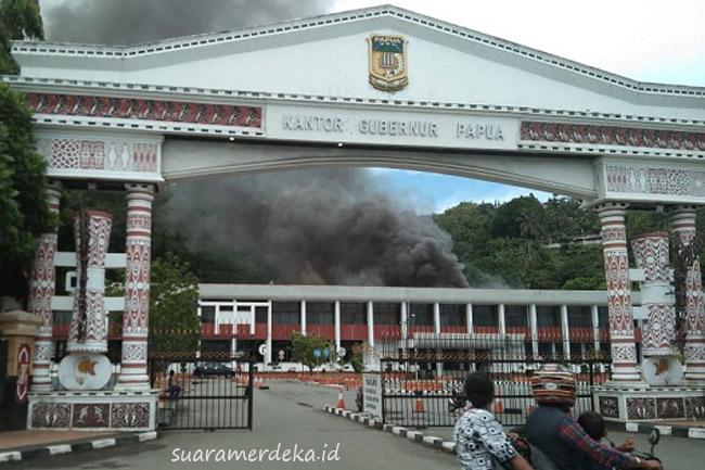 Gedung Sasana Krida Kantor Gubernur Papua Dilalap Si Jago Api
