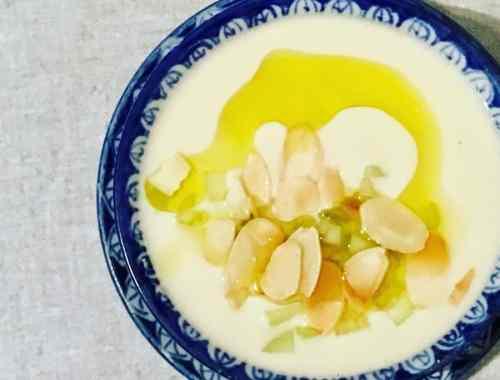 bowl of ajo blanco