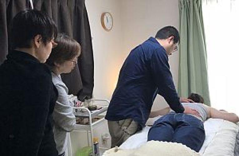 アシル治療室にて鍼道五経会の東京講座