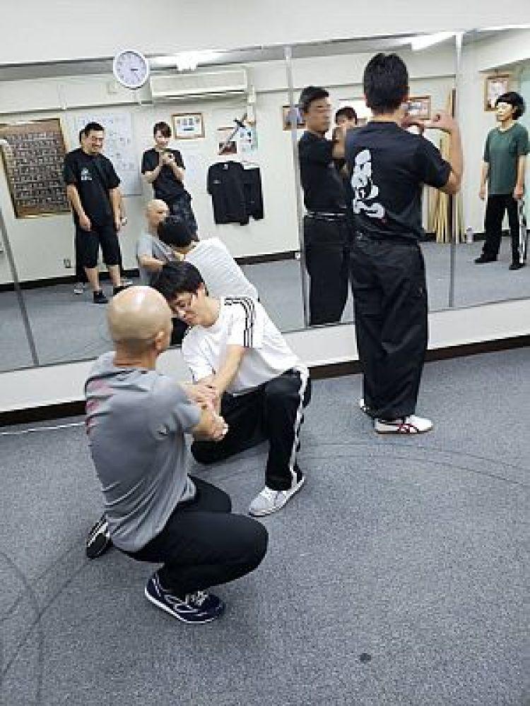鍼灸師の遠足で少祁派五行通背拳を体験する足立繁久の写真
