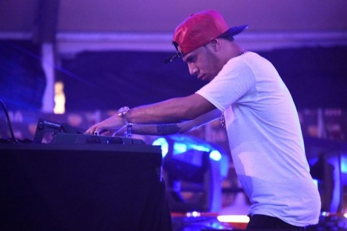 araabmuzik-performs-at-the-dean-collection-x-bacardi-untameable-house-party-day-3-on-december-5-2015-in-miami-beach-florida