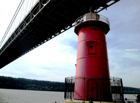 2014_little_red_lighthouse_and_george_washington_bridge_landscape