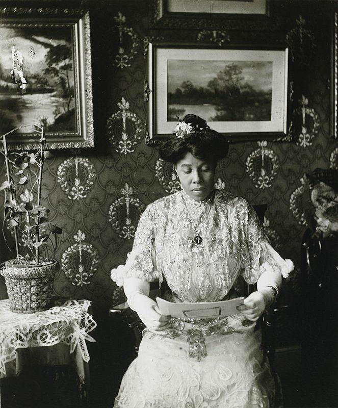 Miss Suzie Porter Harlem photo by James Van Der Zee 1915 1