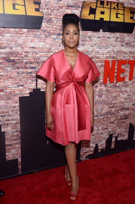 simone-missick-luke-cage-netflix-tv-series-premiere-red-carpet-fashion-tom-lorenzo-site-2