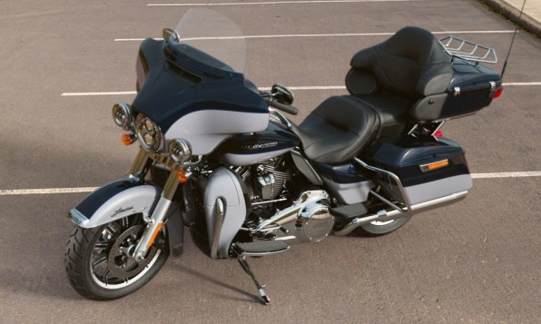 Motocykel Harley-Davidson touring Limited 114 farba Midnight Blue/ Barracuda Silver