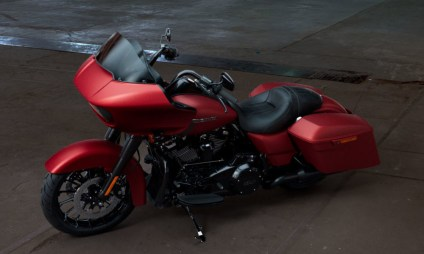 Motocykel Harley-Davidson touring Road Glide Special 114 farba Wicked Red Denim