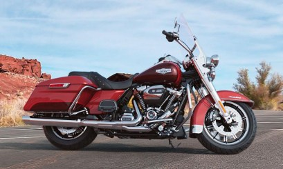 Motocykel Harley-Davidson touring Road King farba Wicked Red/Twisted Cherry