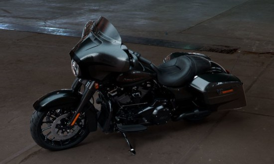 Motocykel Harley-Davidson touring Street Glide Special 114 farba Silver Flux/ Black Fuse