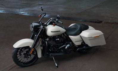 Motocykel Harley-Davidson Touring Road King Special 114 farba Bonneville Salt Denim