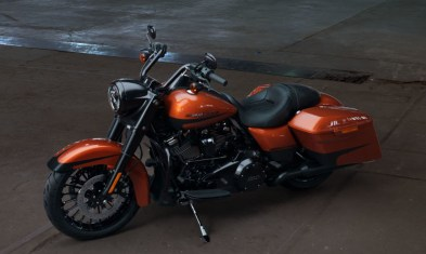 Motocykel Harley-Davidson Touring Road King Special 114 farba Scorched Orange/ Black Denim