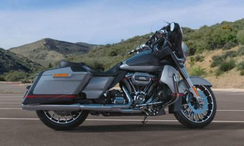 Motocykel Harley-Davidson CVO Street Glide farba Charred Steel / Lightning Silver