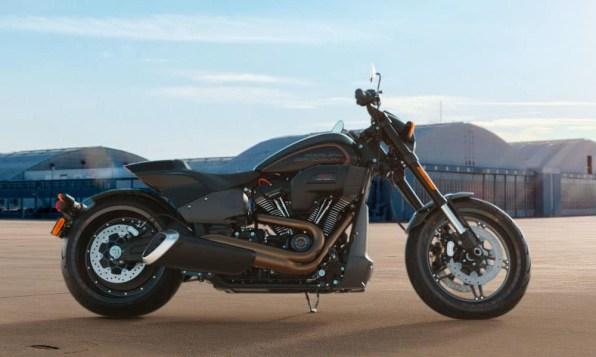 Motocykel Harley-Davidson Softail FXDR 114 farba Vivid Black