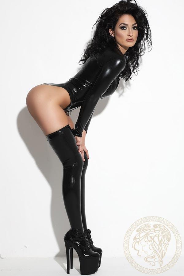 London-Mistress-Akyra-4