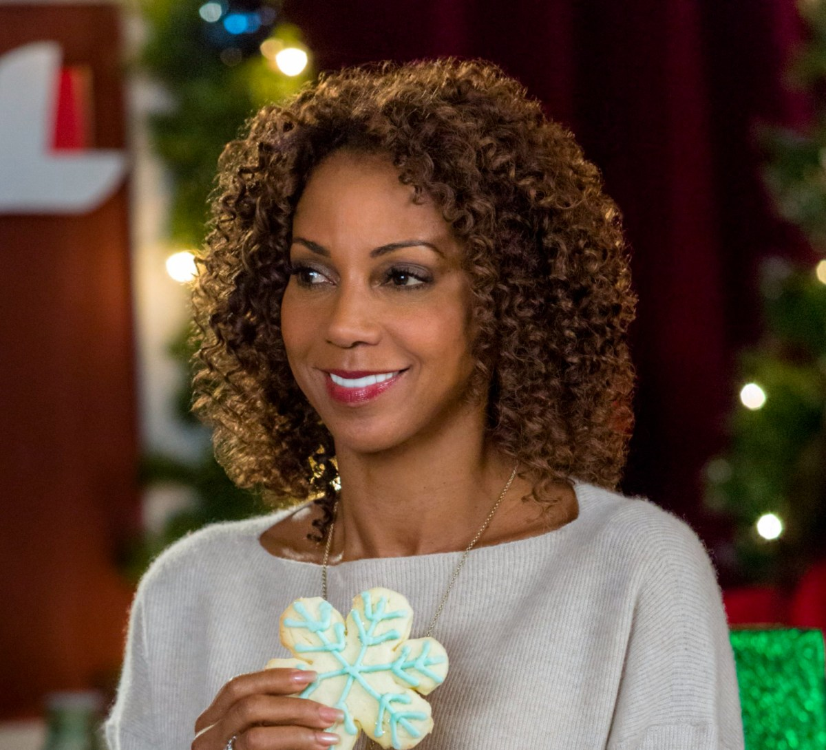 "Exclusive: An Interview With Holly Robinson Peete From Hallmark Channel's ""Christmas In Evergreen"""