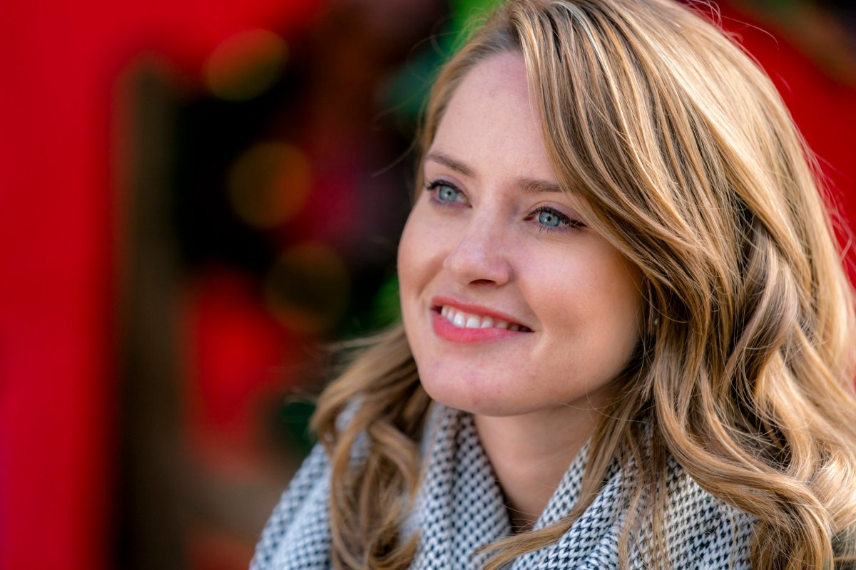"Exclusive: An Interview With Merritt Patterson From Hallmark Channel's ""The Christmas Cottage"""