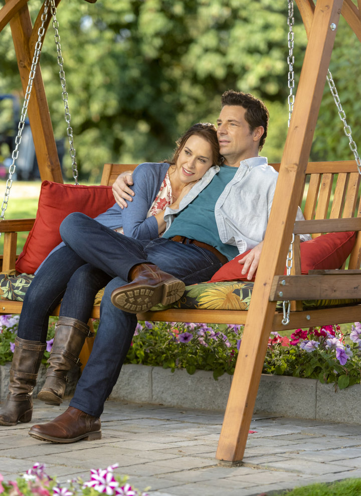 "Preview: ""All Of My Heart: The Wedding"" A New Hallmark Channel 'Fall Harvest' Movie"
