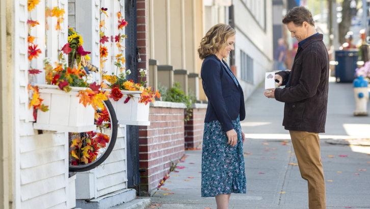 "Preview: ""Truly, Madly, Sweetly"" A New Hallmark Channel 'Fall Harvest' Movie"