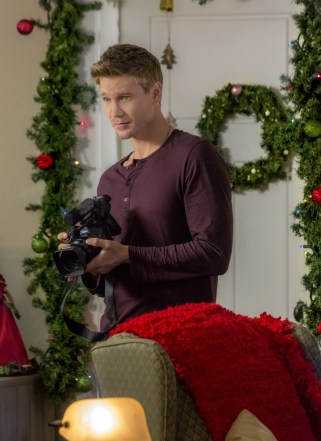 The Road To Christmas.Preview Road To Christmas A Hallmark Channel Countdown