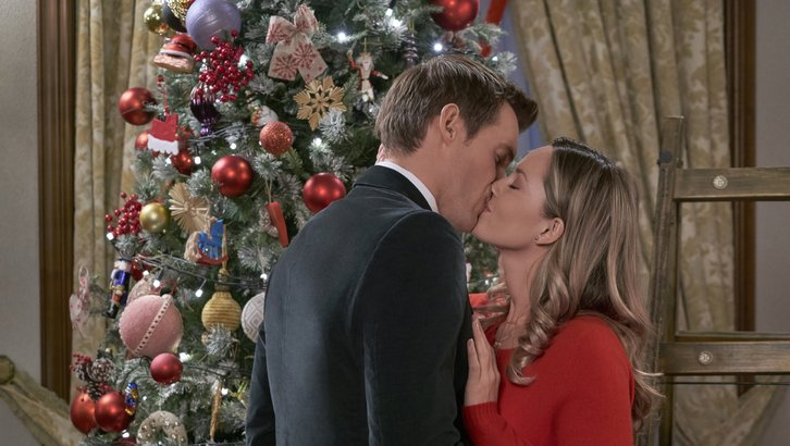 "Preview: ""Christmas At The Palace"" A Hallmark Channel 'Countdown To Christmas' Original Movie (2018)"
