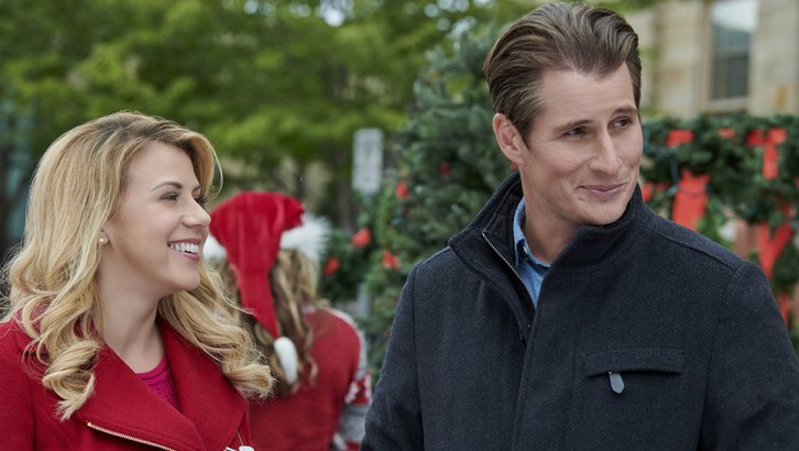 "Preview: ""Entertaining Christmas"" A Hallmark Channel 'Countdown To Christmas' Original Movie (2018)"