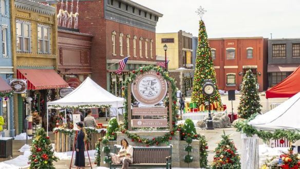 Christmas Town 2019.Preview Christmas Town A Hallmark Channel Countdown To