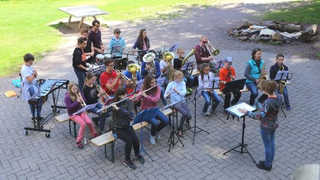 Les Klaene Haefele lors de leur week-end musical à Salm en août 2015.