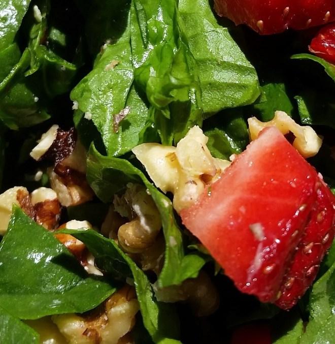 strawberry-spinach-salad-2-3711840948-1561614128636.jpg