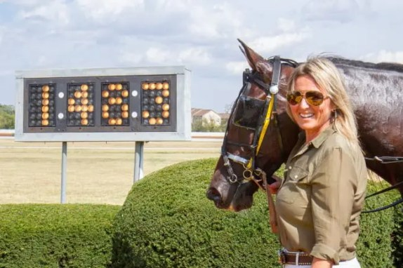 Nigel Soult | Dr. Jablonsky with her beloved Elver Hanover in the winner's circle after the world record.
