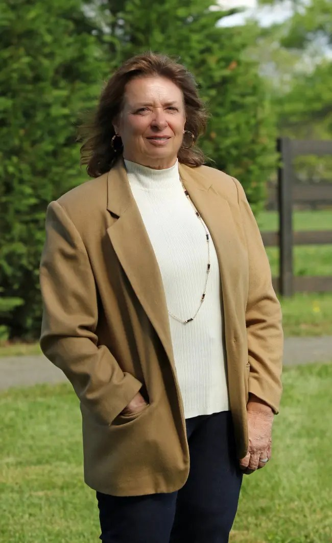 Vicki Wright | Trainer Linda Toscano.