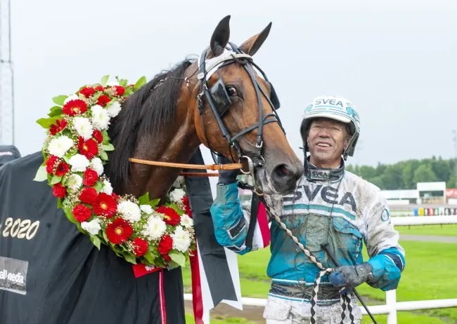 AL | Diana Zet and driver Örjan Kihlström after winning the $530,000 Stochampionatet for 4-year-old mares bred in Sweden last Sunday at Axevalla racetrack.